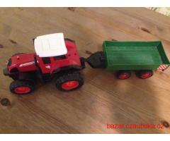 Hračka traktor s válníkem