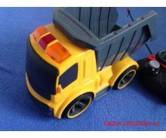 RC autíčko na dálkové ovládání